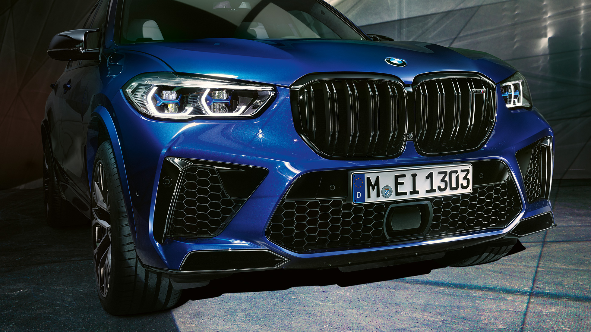 Parrilla doble M BMW X5 M Competition F95 Marina Bay Blau metalizado, detalle del frontal
